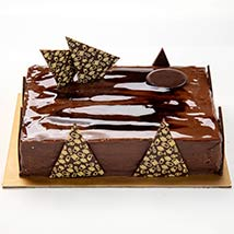 Chocolate Ganache Cake: Gift Delivery Abu Dhabi