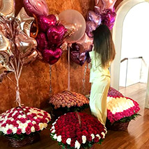 Helium Magic With Baskets Of Flowery Love: Gifts for Girlfriend