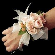 Stunning Peach Flowers Corsage: Flower Jewellery