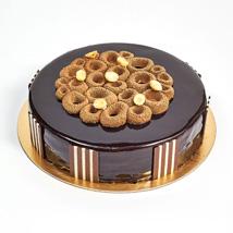 Crunchy Chocolate Hazelnut Cake: Cake Delivery in Fujairah
