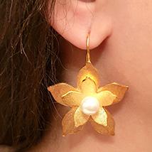 Golden Flower Earings: Ladies Earrings