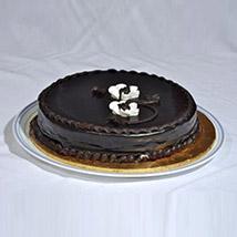 Delicious Chocolate Fudge Cake: Pakistan Gift